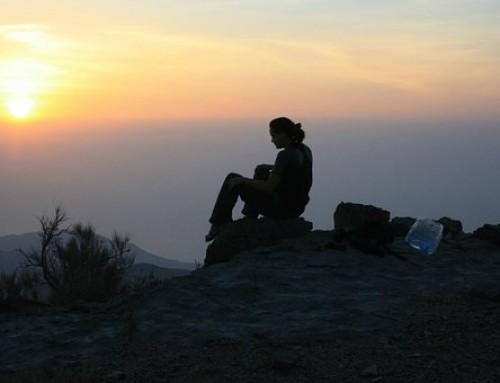 Viajar solo o viajar acompañado.